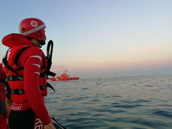 Dotaciones de salvamento marítimo la misma tarde del hundimiento