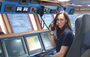 Elena Álvarez Oficial Radioelectrónico Naval de la Marina Mercante, Operador General del SMSSM y Radiotelegrafista. Profesora de Escola Port.